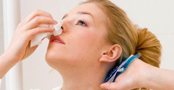 kako zaustaviti krvarenje iz nosa
