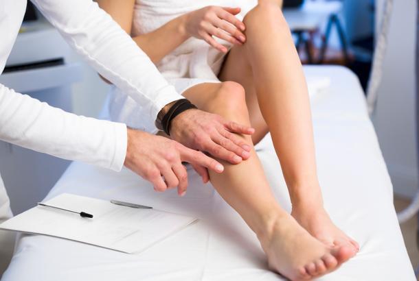 kako smanjiti oticanje nogu